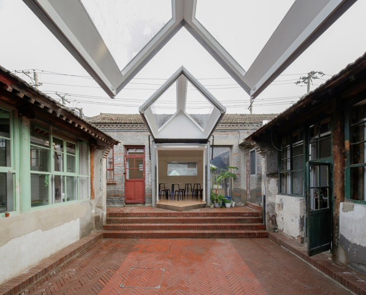 Retrofitting & Refurbishment: People's Architecture Office, Courtyard House Plugin
